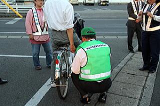 自転車の 自転車 安全講習 14 : 自転車運転の街頭啓発-平井 ...