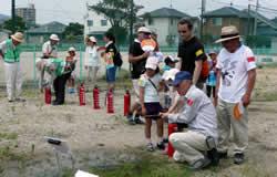 消火器の使用訓練の写真