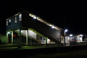 夜のJR福渡駅