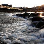 幸せ橋と旭川の川面