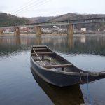 川舟と鉄橋 かつてここに木造の八幡橋がかかっていた