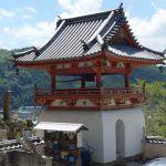 妙福寺の番神堂と鐘楼