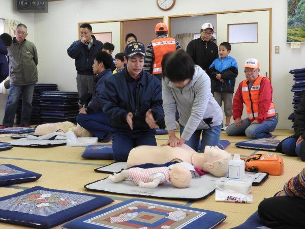 救急救命の実技を体験