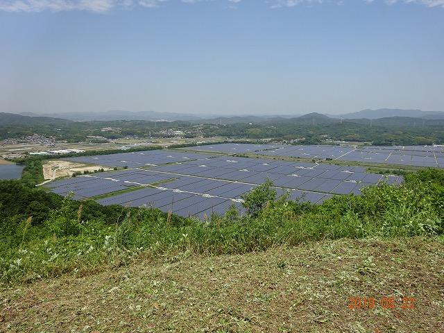 ソーラー発電パネル群