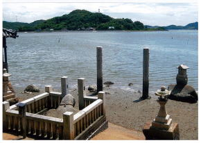 「亀石神社」  海上交通の守り神