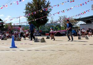 5歳児親子競技、巻物を運べ
