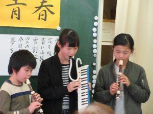 富山豊年踊り伝承会の小学生会員による演奏