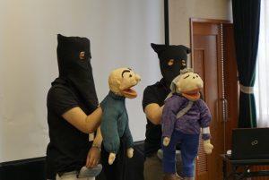 人形劇で会場をわかすシルバーセーフティサポーター