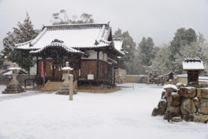 雪の石高神社