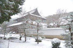 雪中の曹源寺本堂