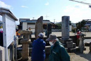 山崎本町公会堂の石碑群