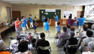 富山民踊クラブと子ども達ののうらじゃ踊り