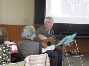 ギター伴奏の前坂さん