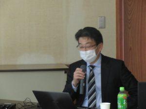講演する寺田先生