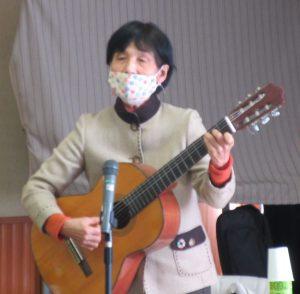 ギター伴奏で話を盛り上げられる市場さん